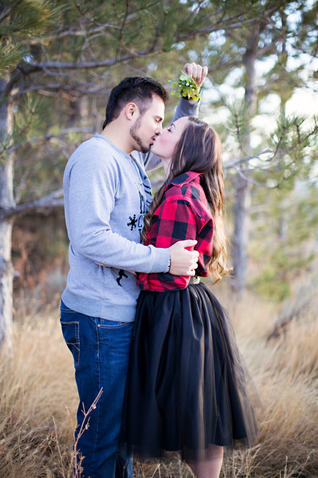 Lovely-Deseret-Christmas-Pictures-Couples-Photography-06-mistletoe