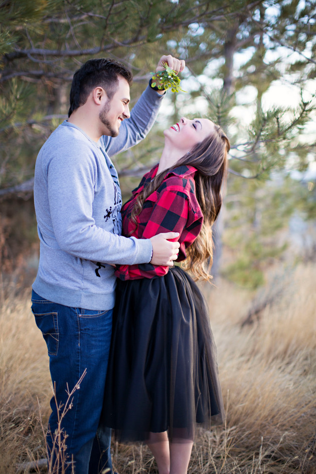 Lovely-Deseret-Christmas-Pictures-Couples-Photography-07-mistletoe