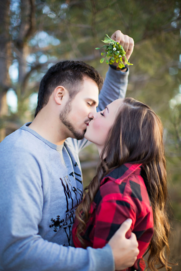 Lovely-Deseret-Christmas-Pictures-Couples-Photography-08-mistletoe