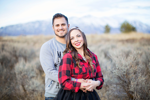 Lovely-Deseret-Christmas-Pictures-Couples-Photography-23