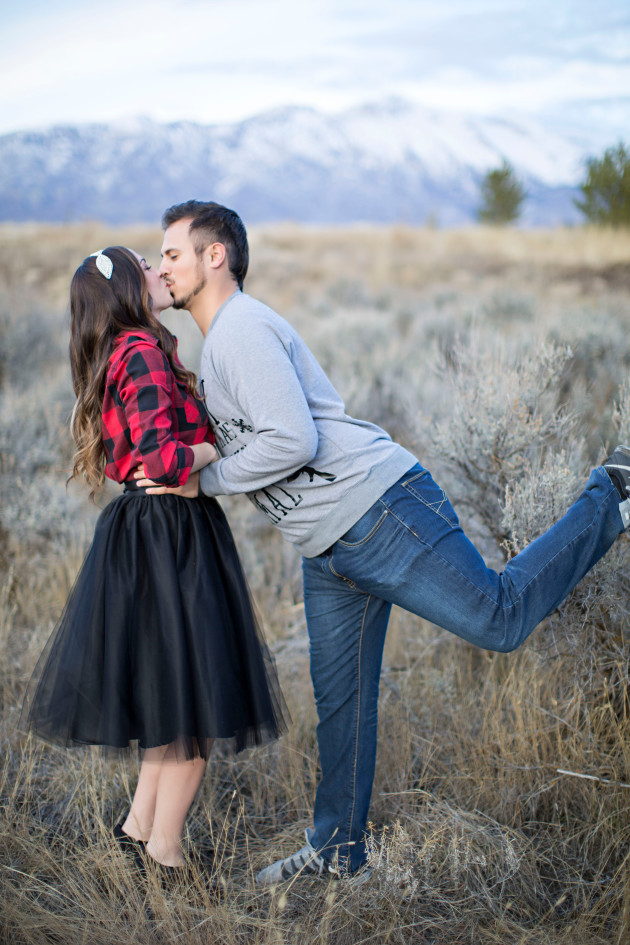 Lovely-Deseret-Christmas-Pictures-Couples-Photography-24