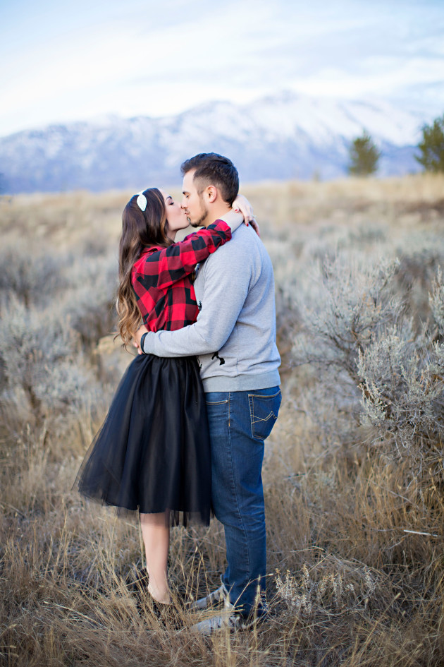 Lovely-Deseret-Christmas-Pictures-Couples-Photography-25
