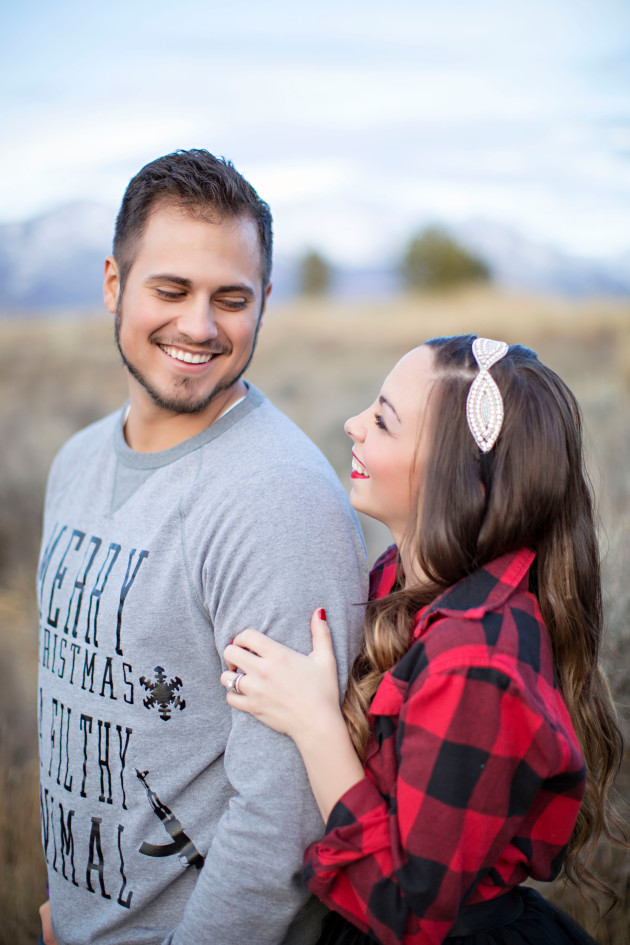 Lovely-Deseret-Christmas-Pictures-Couples-Photography-32