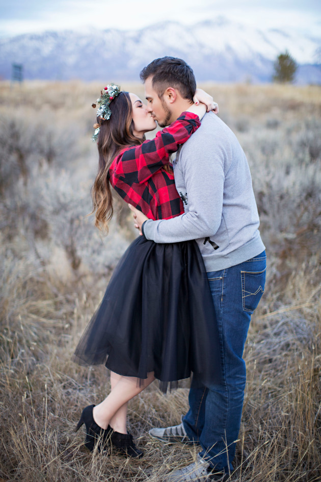 Lovely-Deseret-Christmas-Pictures-Couples-Photography-36