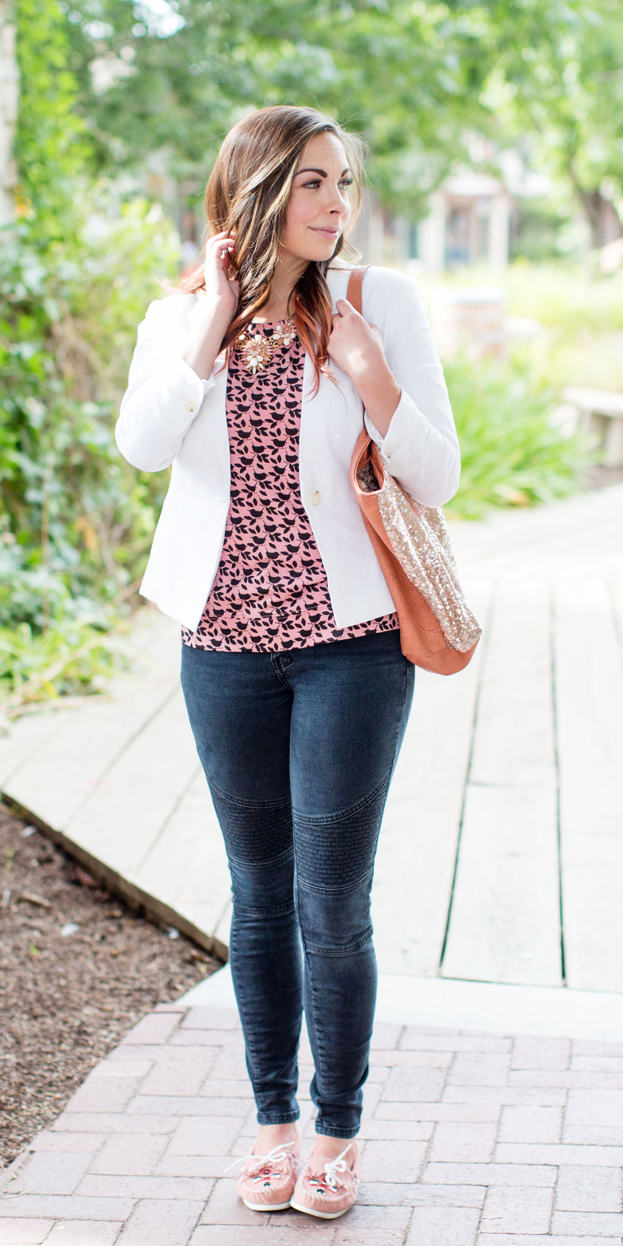 How to Wear White Jeans in Summer + Outfit Ideas to Copy