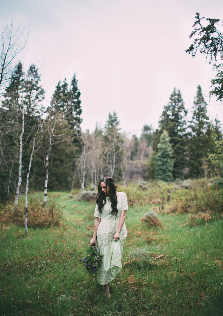 Modest fashion blogger Modest Goddess styles a sheer mint chiffon dress from modest shop Sevan with a honeyslip to modesty hack it and make it modest! Shot in the beautiful Utah mountains!