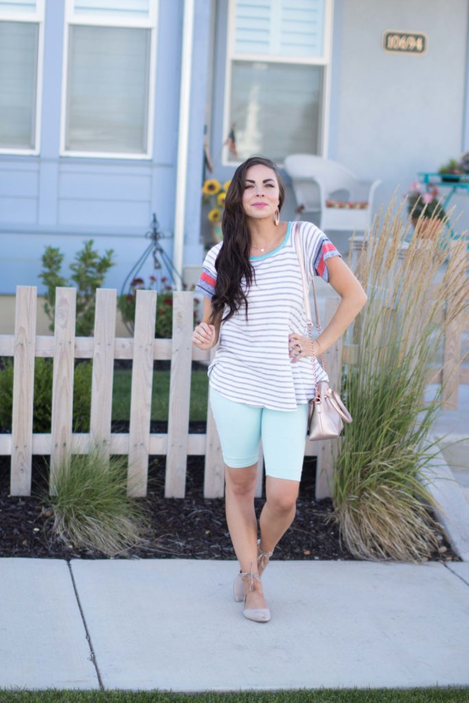 Modest fashion blogger Modest Goddess wears her favorite cute modest shorts! The perfect shorts for staying modest in the summer!